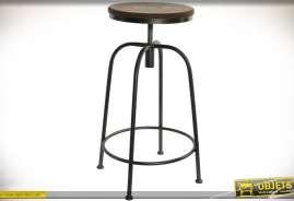 Tabouret avec assise réglable en hauteur. Piètement tubulaire à quatre pieds et repose pieds. Assise circulaire en bois et métal.
