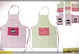 Ensemble de deux jeux comportant chacun un tablier de cuisine, un gant anti-chaleur, une manique et un torchon assortis. En coton, coloris modernes.