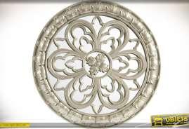 Fresque murale circulaire, réalisée en résine et verre (miroir) largement ornementé, finition gris argenté clair.