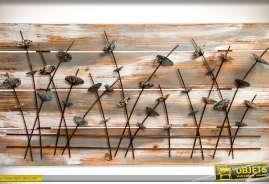 Fresque de plantes et feuillages stylisés sur fond en bois effet vieilli, blanchi et oxydé.