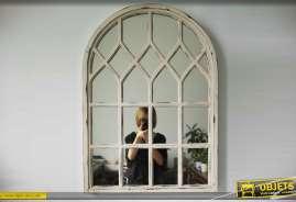Miroir mural en forme de fenêtre en forme d'arcade avec ornementation à carreaux finition blanc antique