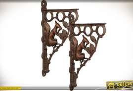 Paire de très grandes équerres en fer forgé et fonte avec motifs animalier : écureuil. Finition métal oxydé.