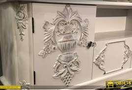 Meuble TV en bois de sapin finition blanc ancien, sculptures de fleurs très chic, boutons de portes en diamants, 138cm