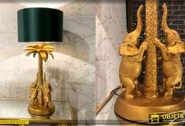 Grande lampe de salon avec pied en résine dorée, motif palmier et éléphanteaux, abat-jourpolyester vert satiné