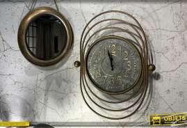 Horloge esprit Art Déco finition dorée vieillie