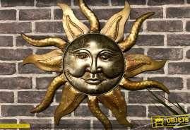 Déco murale en métal doré et cuvré représentant un soleil dit Aztèque