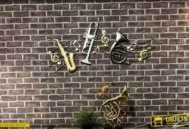 Grande déco murale en métal thème musique, couleurs brillantes industrielles 120cm