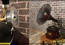 Gramophone en bois, metal et laiton, fonctionnel et vintage