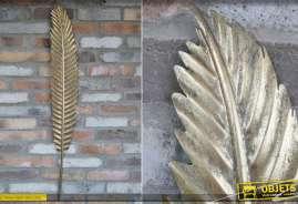 Deco murale en forme de plume metallique, finition doré effet ancien, style moderne