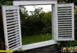 Miroir de forrme carrée en forme de fenêtre ancienne avec 2 volets en persiennes
