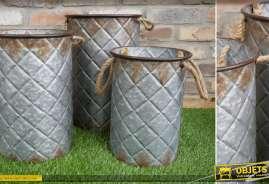 Série de trois sceaux en métal pour cache-pots, finition acier oxydé, 40cm de haut