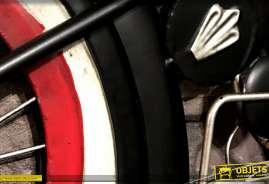 Grande moto à suspendre en métal, finition noir rouge et alu, esprit biker motards, déco détaillée de 110cm de long