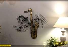 Décoration murale en métal en forme de saxophone, instrument doré et portée de musique noire en fond