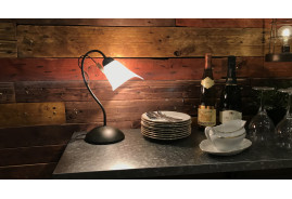 Lampe de style rétro avec réflecteur en tulipe de verre opalin effet marbre rose