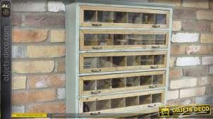 Etagère murale en bois de style indus et vintage avec casiers et vitres