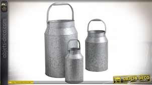 Série de trois bidons à lait en zinc lourd avec anse mobile