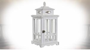 Lanterne shabby-chic en bois patine blanche à façades fenêtrées 47 cm