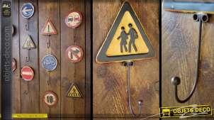 Crochet panneau signalisation rétro : Attention personnages âgées