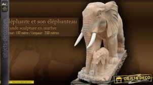 Sculpture en marbre - Eléphante et son éléphanteau 2,6 mètres