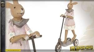 Décoration de Pâques : Petite fille lapin en trottinette