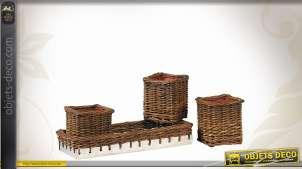 Série de trois jardinières carrées en osier avec support assorti, structure en zinc, style rétro campagne, 33cm