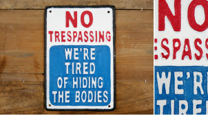 Plaque murale en fonte, Pas d'intrusion / nous sommes fatigués de cacher les corps, finitions effet anciennes, 24cm