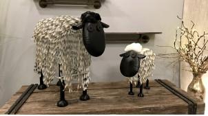 Sculpture en métal d'un mouton stylisé, modèle medium, finition noir et blanc effet ancien, 50cm