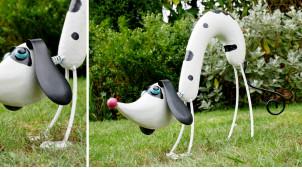 Sculpture de chien en métal, tête et queue montées sur ressorts, ambiance dessin animé, 52cm