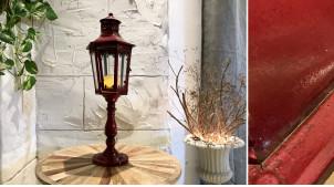Lanterne haute sur pied esprit torche ancienne, en métal finition rouge londonien, 68cm