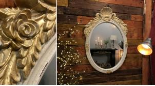 Miroir mural en bois et résine de style baroque, coquille frontale et ornements latéraux finition dorée vieilli, 94cm