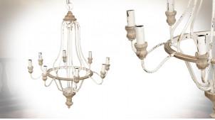 Lustre à 8 feux en métal et bois, finition blanc antique, ambiance campagne chic, Ø67cm