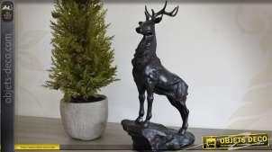 Statuette décorative : cerf sur son rocher