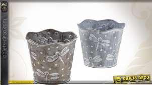 Deux cache-pots en zinc laqué, motif libellules. Coloris assortis