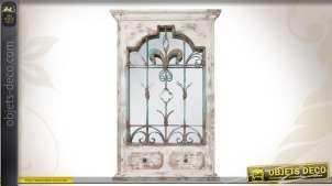 Miroir décoratif ornementé de style brocante
