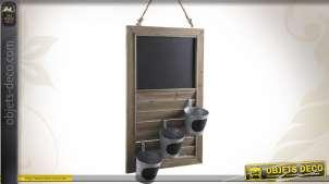 Tableau noir volet à persiennes et pots en métal galvanisé