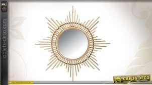 Miroir en forme d'étoile en rotin et en verre