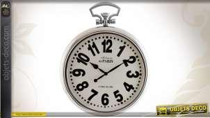 Horloge murale argentée de style rétro