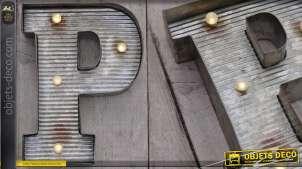 Décoration murale en métal Lettre P avec éclairage LED