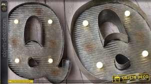 Décoration murale en métal Lettre Q avec éclairage LED