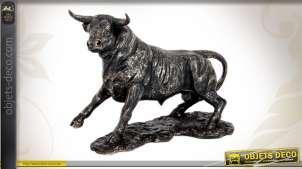 Statuette décorative de taureau imitation bronze ancien