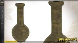 Vase décoratif patiné en rotin