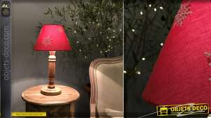 Lampe de chevet en bois tourné et abat jour en coton rouge avec motifs de flocons blancs, esprit montagne, 40cm