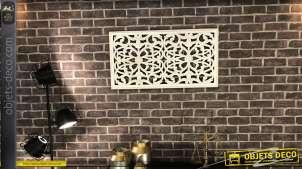 Décoration murale de charme en bois motifs floraux et patinée blanc vieilli