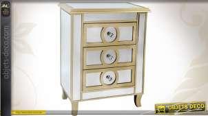 Table de chevet Art Déco 3 tiroirs finition miroirs et patine dorée