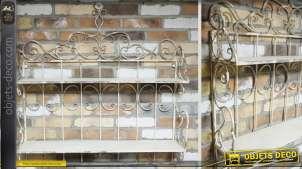 Etagère murale de style fer forgé patinée blanc antique