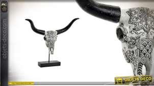 Sculpture en résine montée sur socle en métal