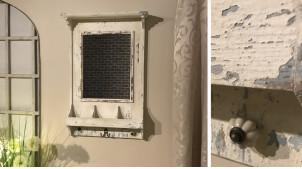 Miroir rustique en bois patine blanche vieillie avec casiers et crochets 91 cm