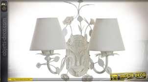 Applique murale à 2 bras motifs fleuris, patine blanche et abat-jour 35 cm