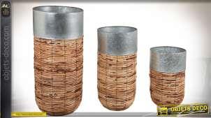 Série de 3 cache-pots cylindriques en rotin antique et zinc 79 cm