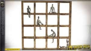 Décoration murale damier en bois avec 5 personnages argentés 51 x 51 cm